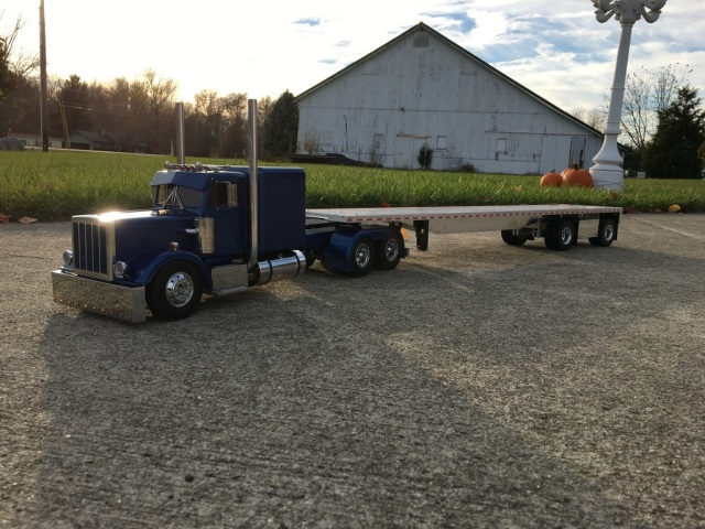 Pete W's Peterbilt and Spread Axle Flat Bed